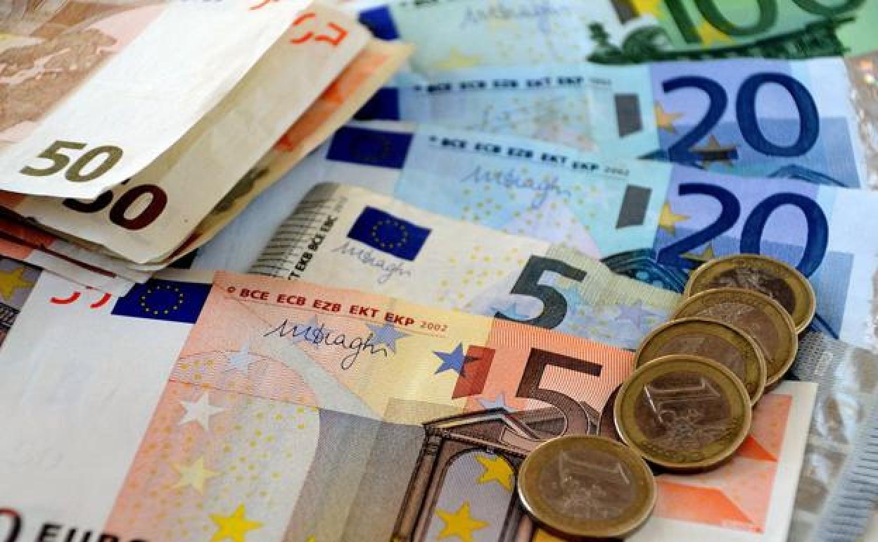 ¿Cuánto es el salario mínimo interprofesional 2021 en España?